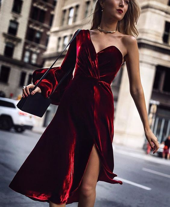 Festive Outfits : It's the easiest time of year to get away with velvet dresses, big, sparkling earrings, red lipstick and sequins of any kind. As maximalists, you know we can't resist - more is more!