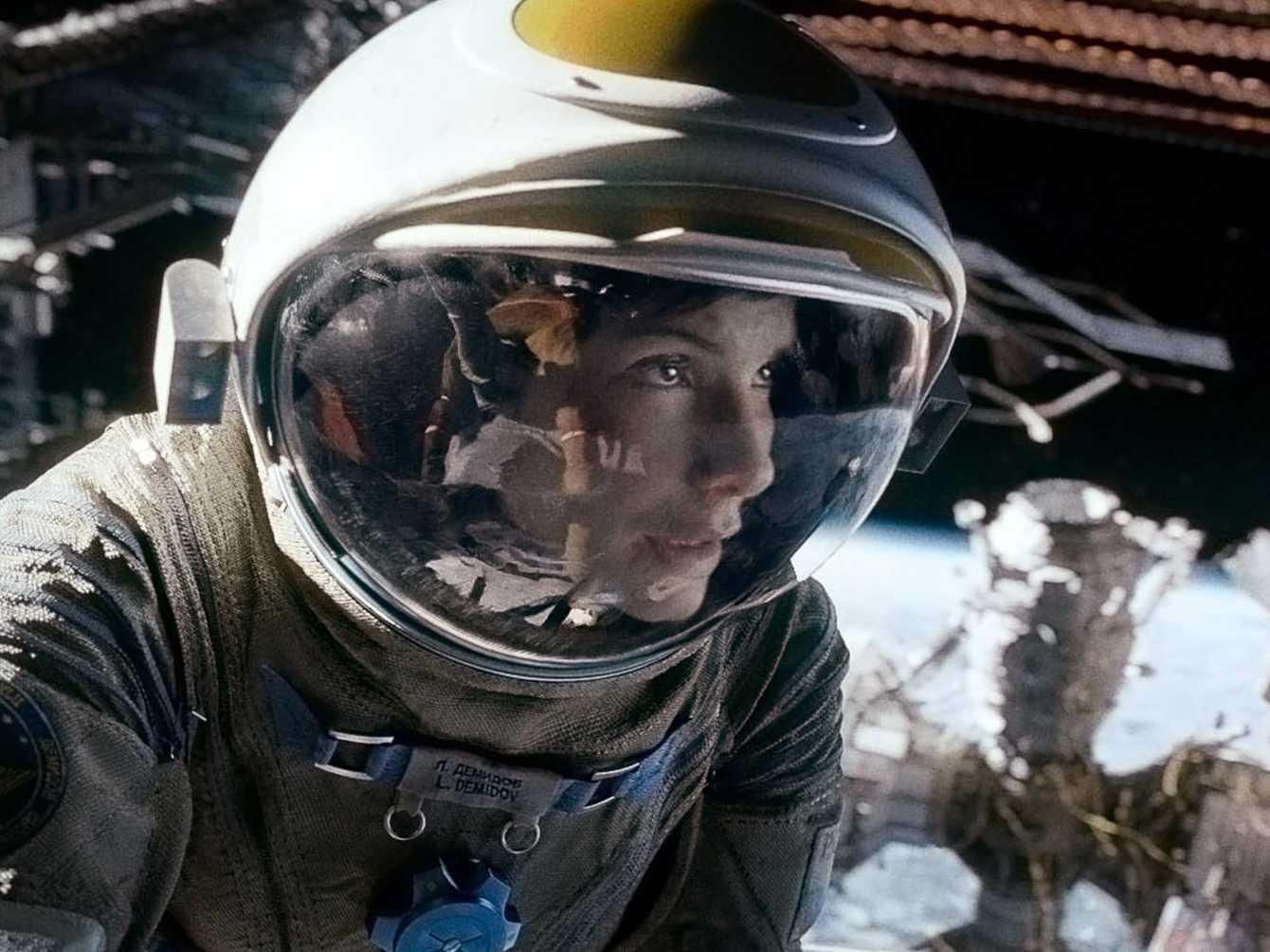 sandra-bullocks-new-movie-gravity-is-an-extreme-4-d-thrill-ride.jpg