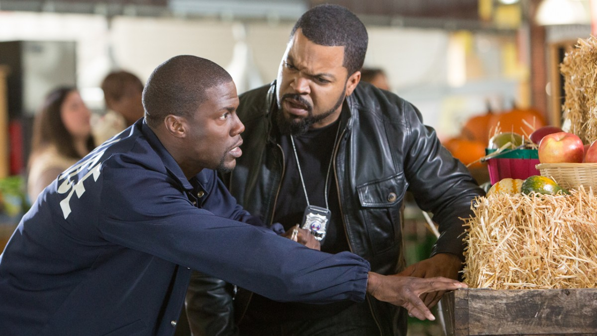 kevin-hart-unhinged-on-the-ride-along-set-1090360-TwoByOne.jpg