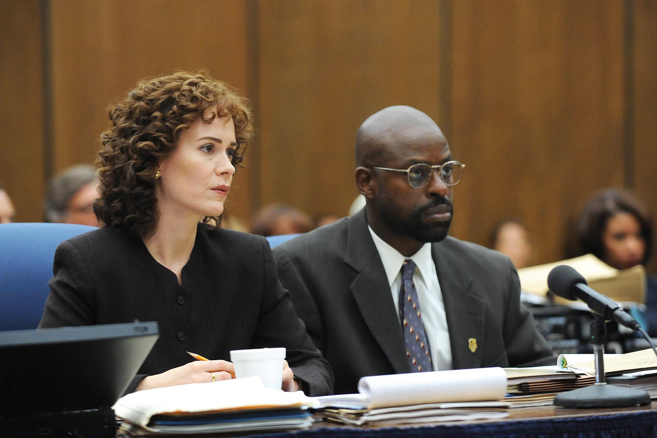 Sarah Paulsen and Sterling K. Brown as prosecutors Marcia Clark and Chris Darden