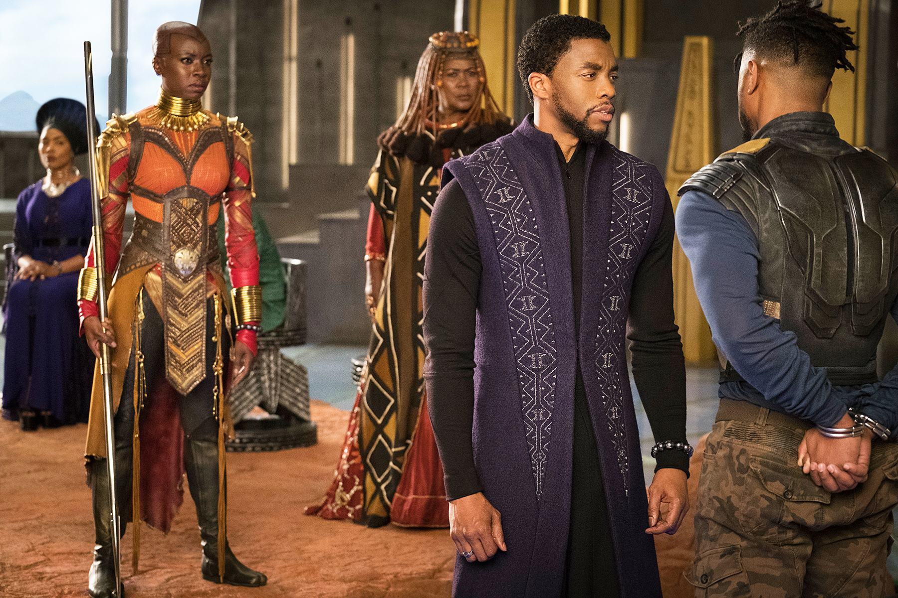 Betting on the colorful costumes of  Black Panther  to prevail over the more traditional  Favourite  garb