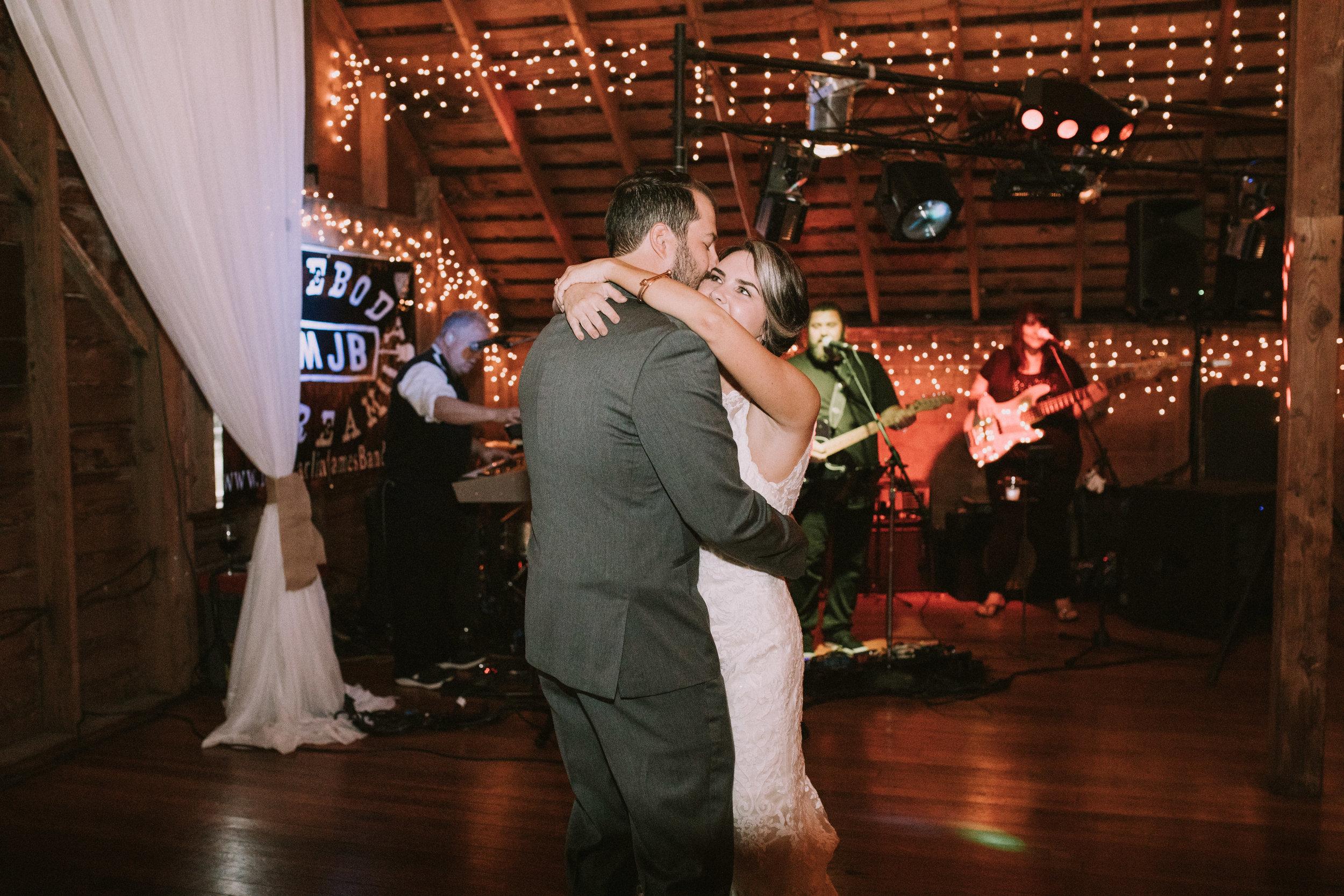 Lizzie&Chasen-Dancing-43.jpg