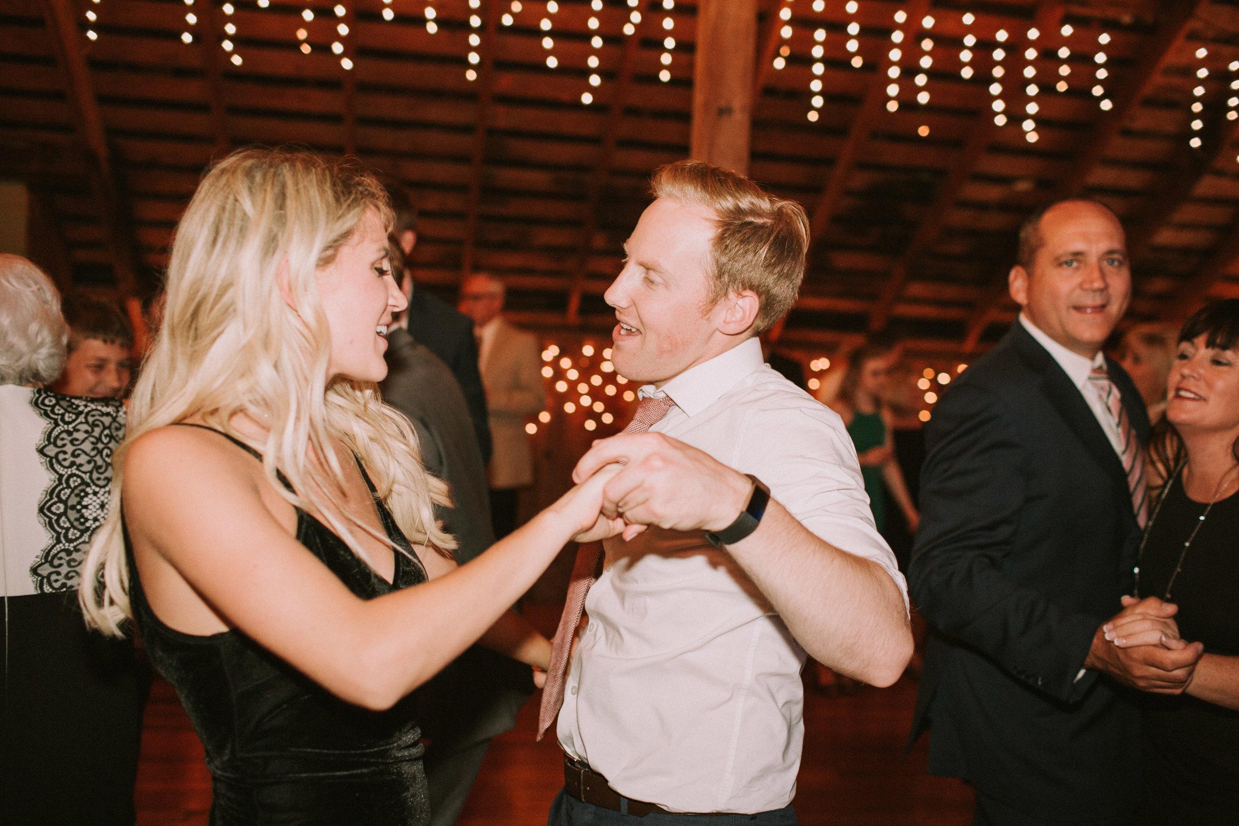 Lizzie&Chasen-Dancing-152.jpg