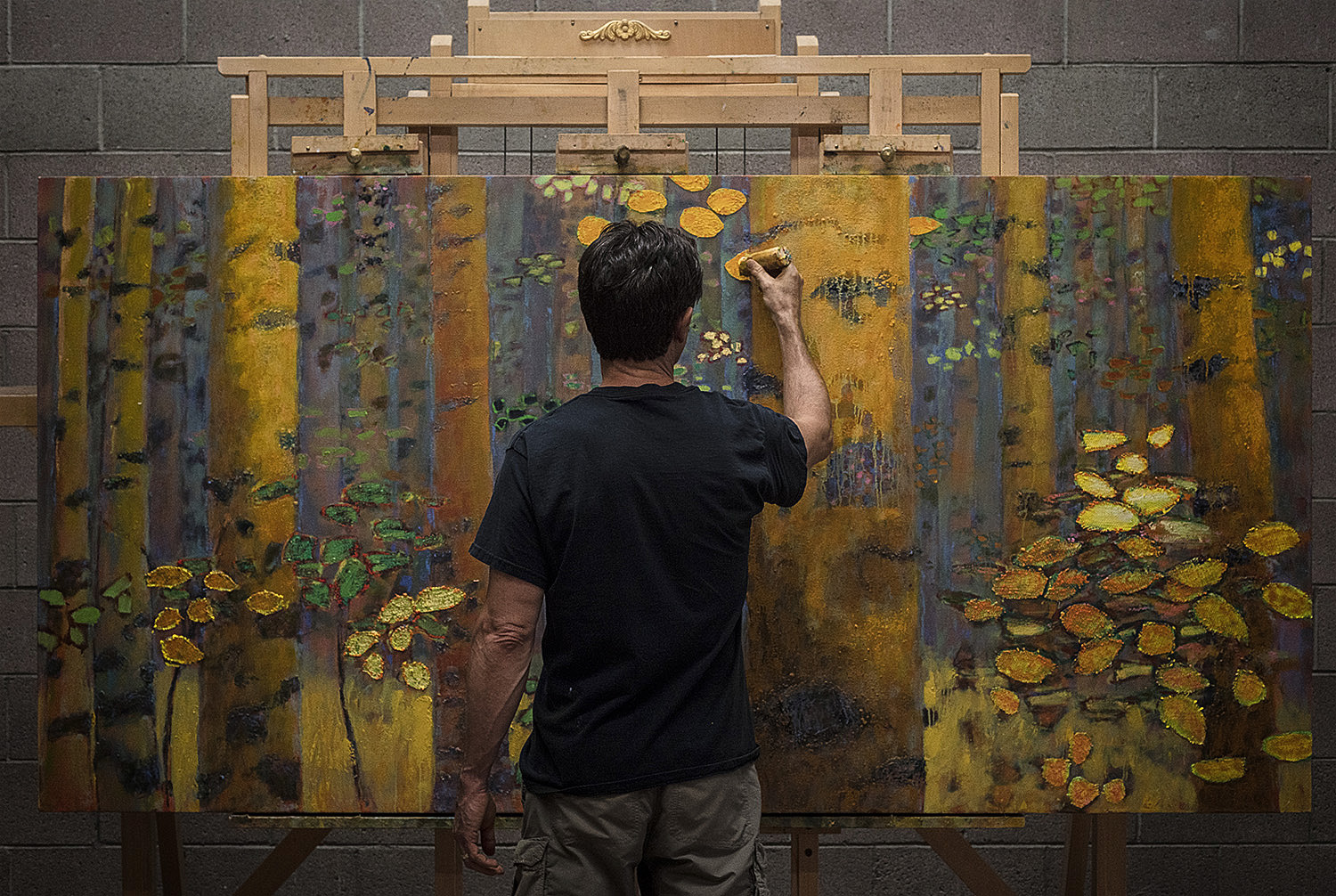 Rick working on a large oil painting in Santa Fe, NM