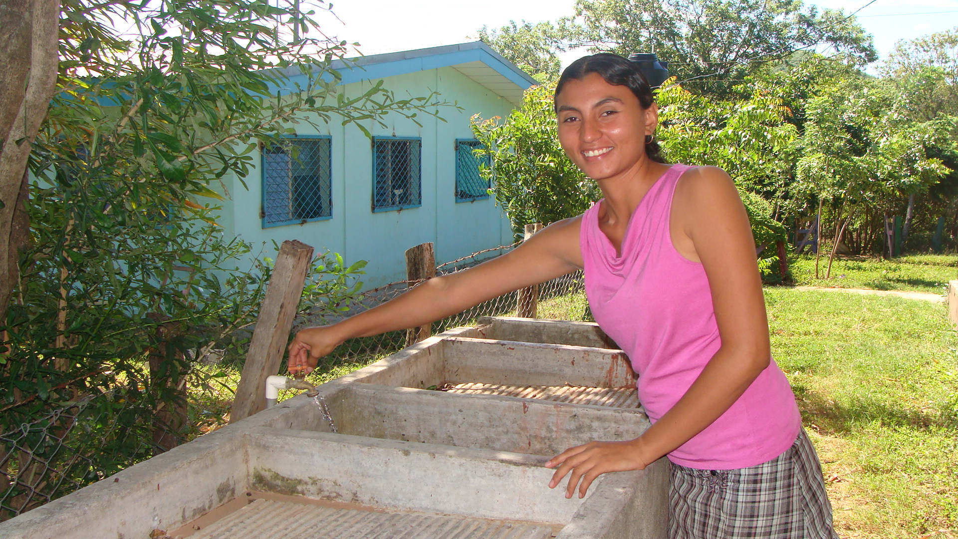 Former health education coordinator, Yanira, washing her hands thanks to the Well Project Adopted by University of Minnesota in 2011-2012 at Project Limón.