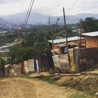 People in this community build their homes with pieces of metal and wood that they find. They do not have access to plumbing or clean water.