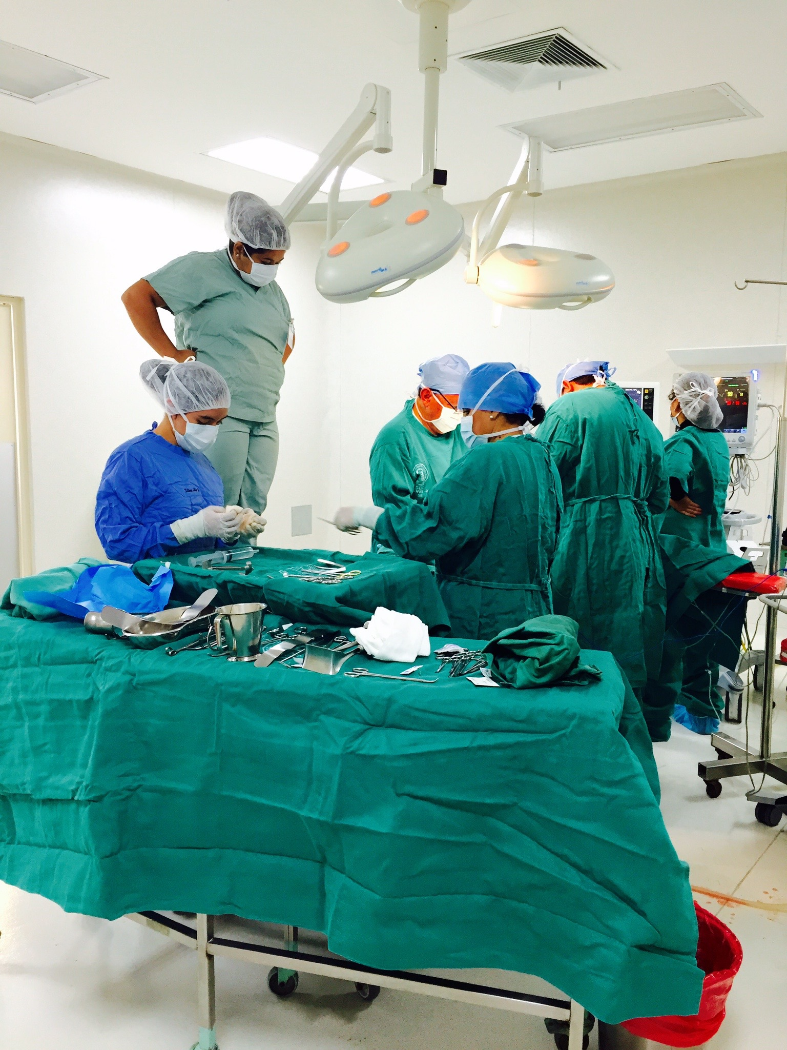 The group shadowing during a surgery!