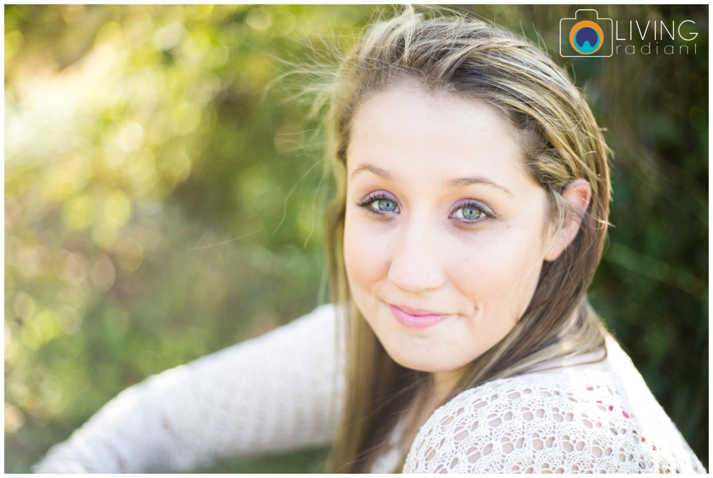 grace-nale-senior-portraits-outdoor-fall-living-radiant-photography_0001.jpg