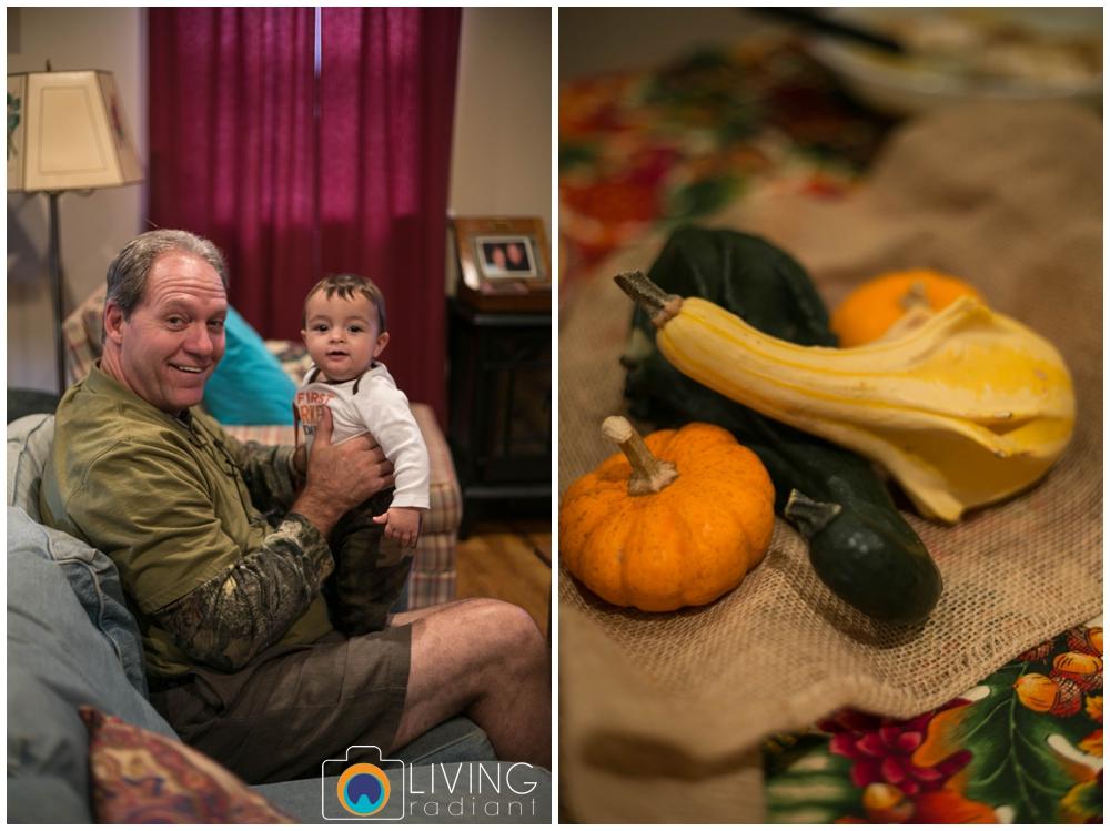 hoffman-nolan-libous-thanksgiving-family-pumpkins-and-pinecones_0013.jpg