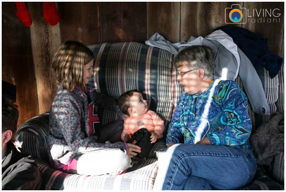 hoffman-nolan-libous-thanksgiving-family-pumpkins-and-pinecones_0040.jpg