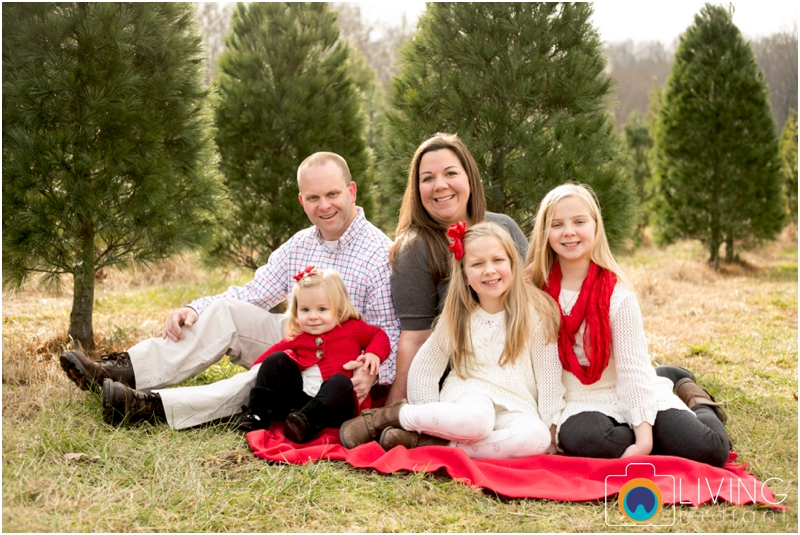 Higgins-Family-Tree-Farm-Family-Session-outdoor-living-radiant-photography_0005.jpg