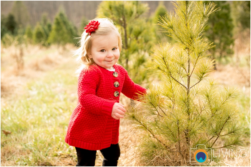 Higgins-Family-Tree-Farm-Family-Session-outdoor-living-radiant-photography_0012.jpg