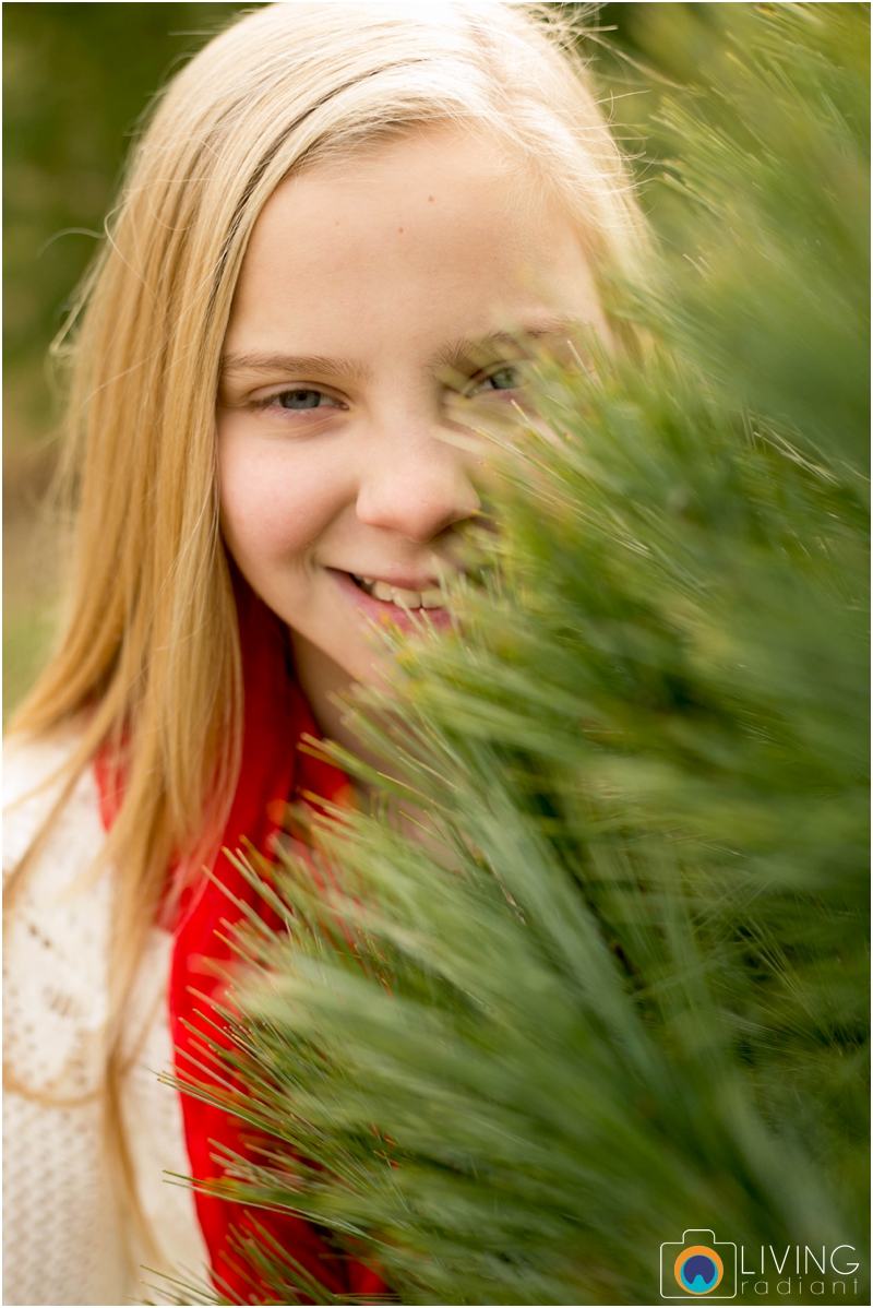 Higgins-Family-Tree-Farm-Family-Session-outdoor-living-radiant-photography_0013.jpg