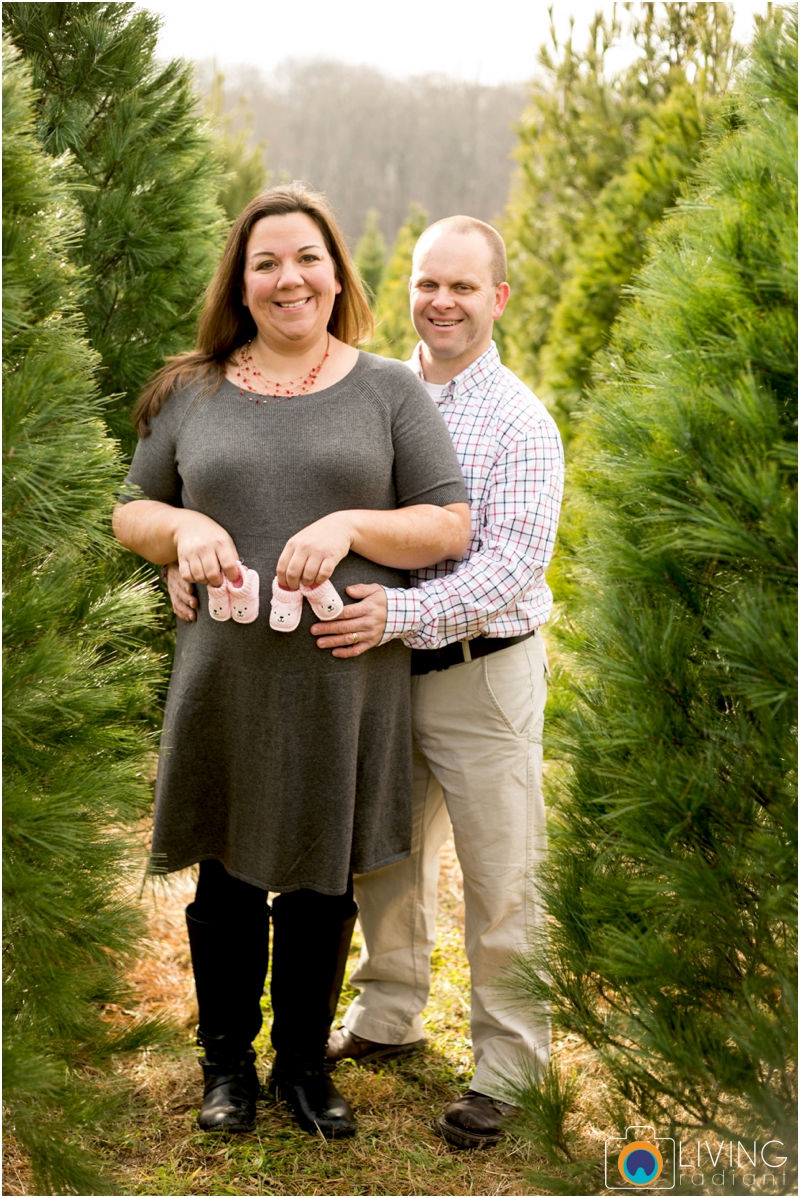 Higgins-Family-Tree-Farm-Family-Session-outdoor-living-radiant-photography_0016.jpg