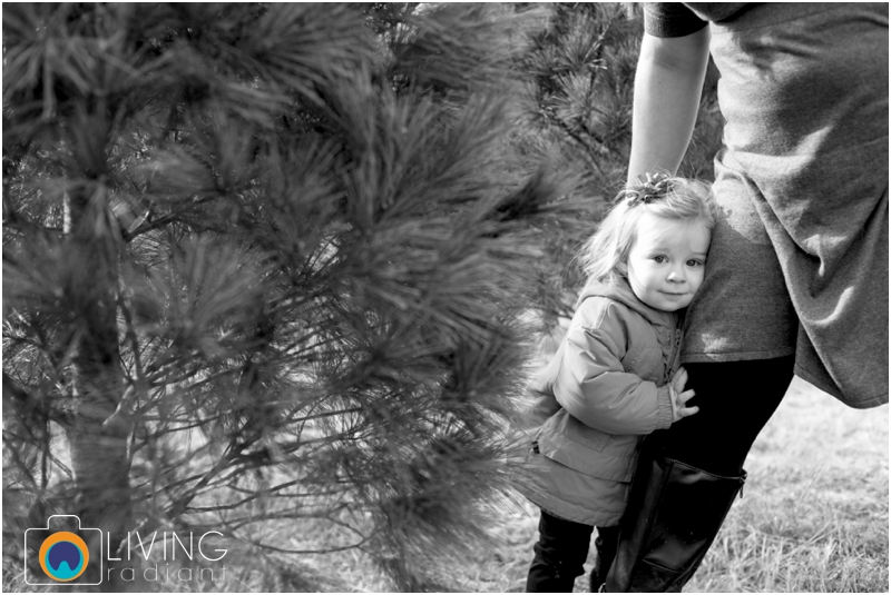 Higgins-Family-Tree-Farm-Family-Session-outdoor-living-radiant-photography_0023.jpg