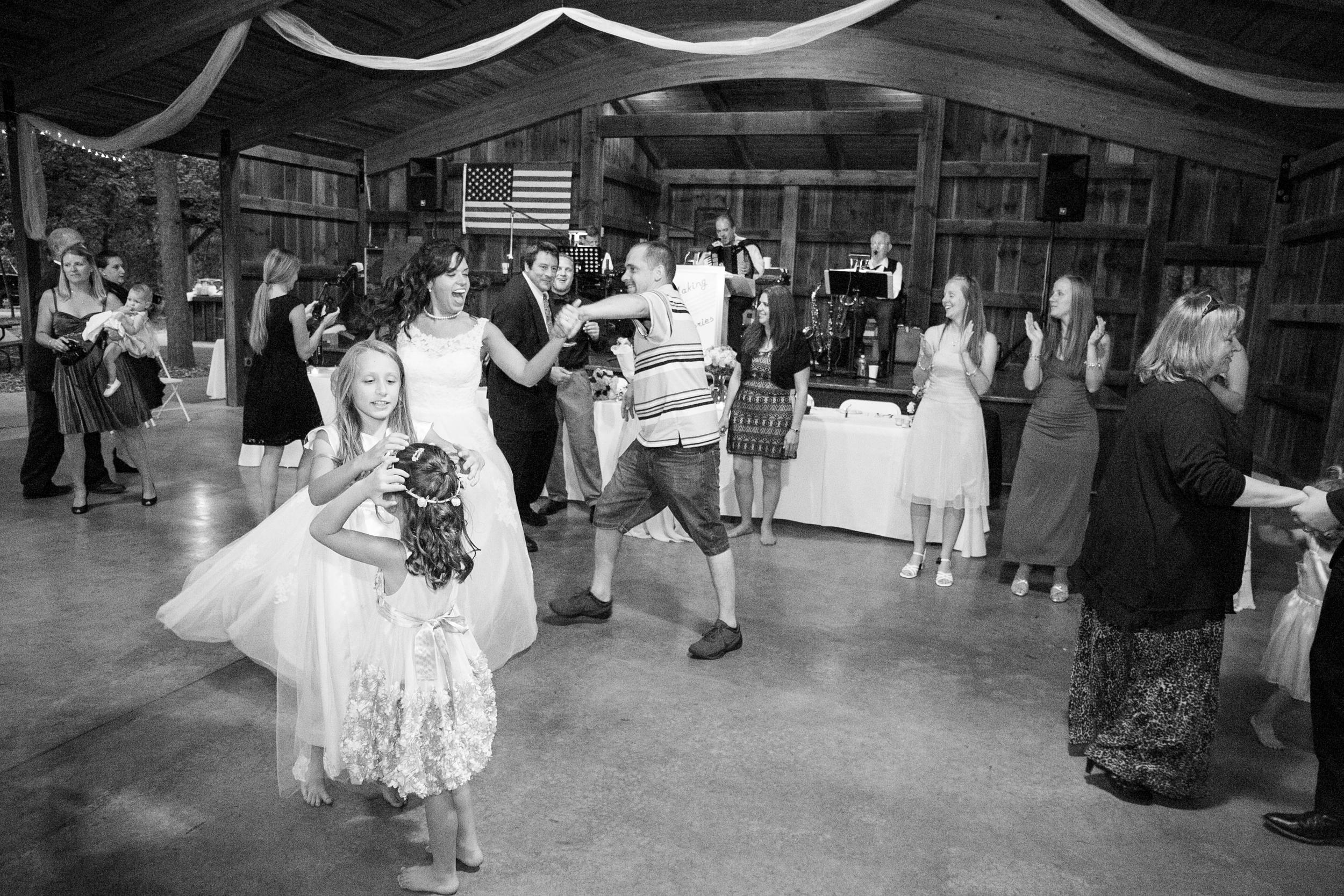 mary-brad-sizemore-wedding-naylor-vineyard-living-radiant-photography-2014-1527.jpg