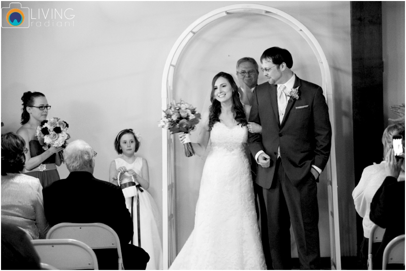 Stephanie-Nick-Shivery-Snowy-Indoor-Wedding-Geneva-Farm-Golf-Course-Wedding-Living-Radiant-Photography-Maggie-Patrick-Nolan_0020.jpg
