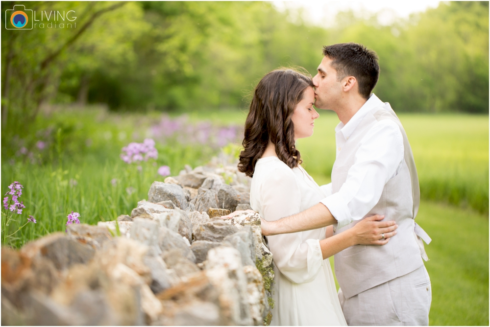 heather-carlos-outdoor-Antietam-National-Battlefield-engagement-session-living-radiant-phootgraphy-best-maryland-wedding-photographer_0006.jpg