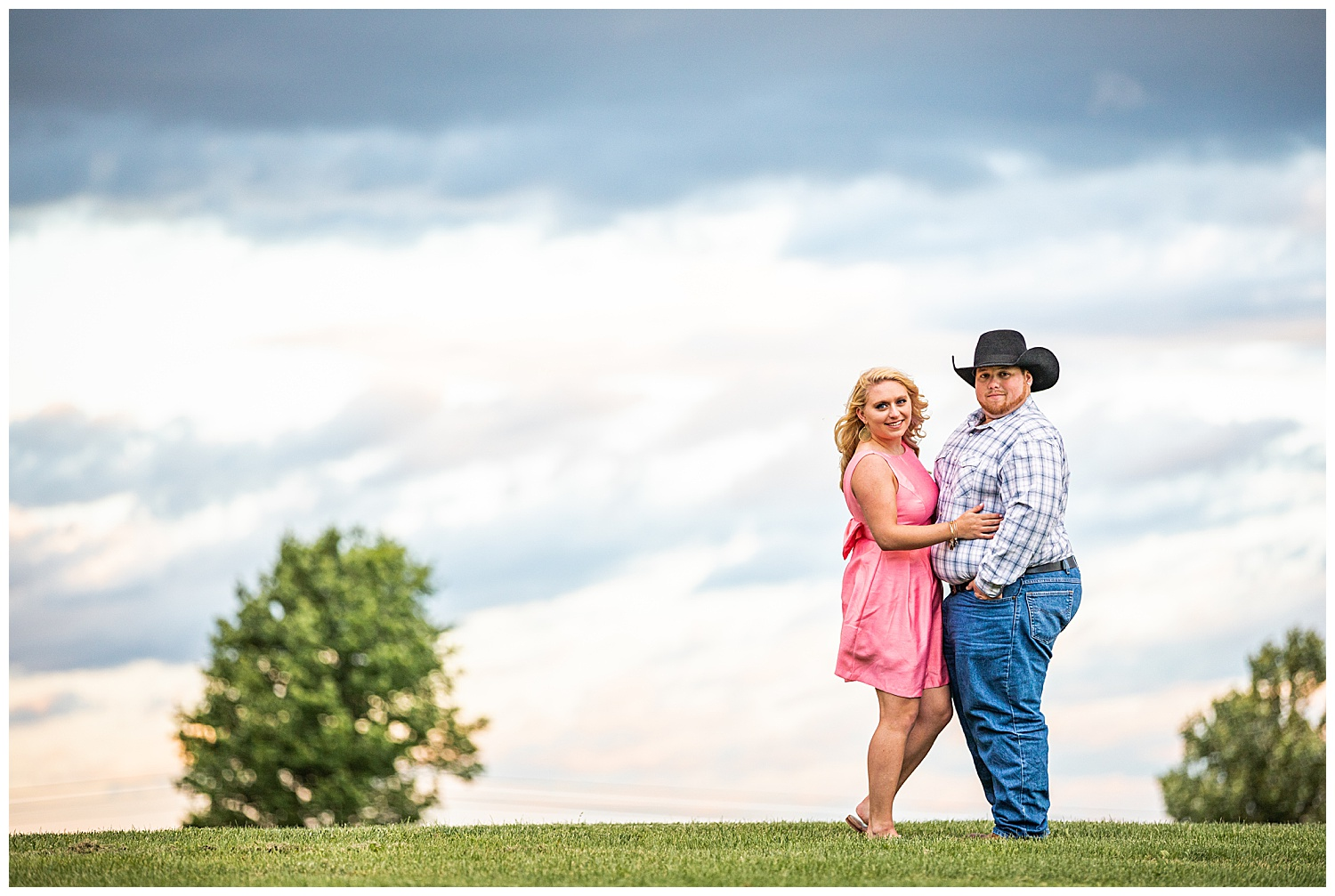 Kaitlin Justin Frederick Country Rainy Engagement Session Living Radiant Photography_0032a.jpg