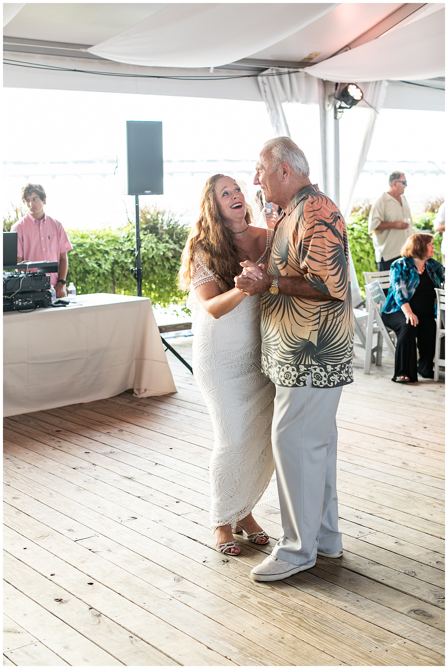 Erin Chris Big Chill Beach Club Wedding Bethany Beach Living Radiant Photography_0086.jpg