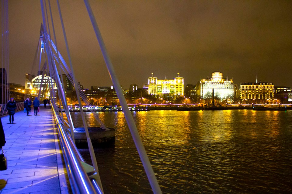 Golden Jubilee Bridge at night