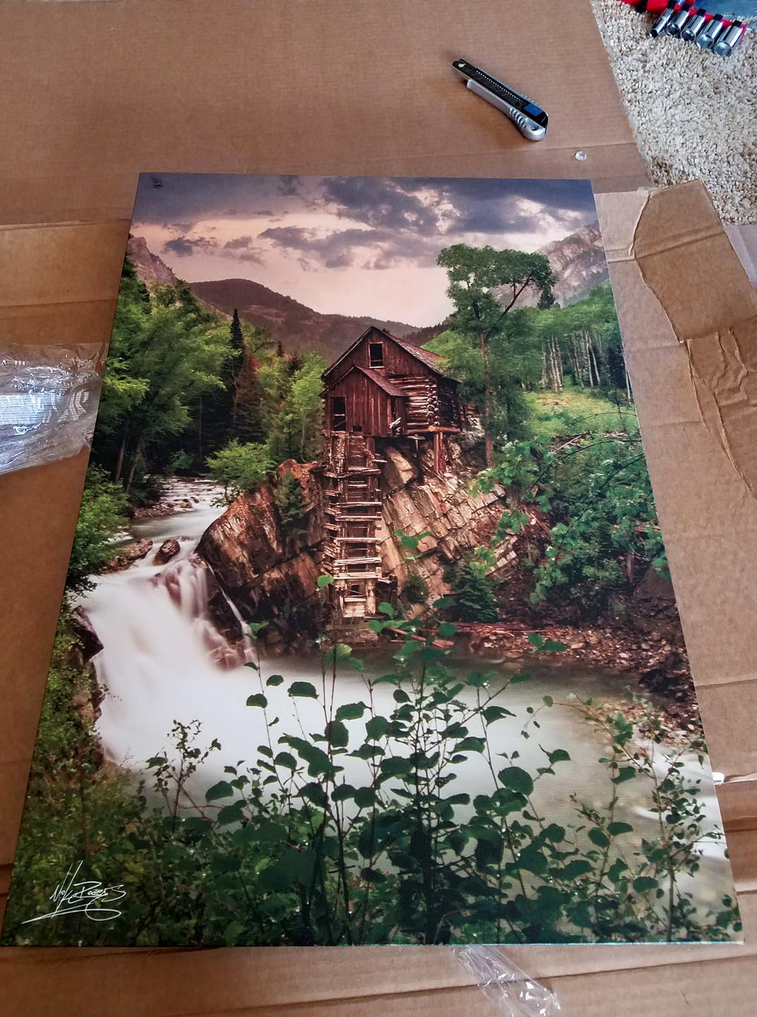 This is an example of a canvas print straight out box! Canvas prints come ready to hang and will be shipped to you at no addtional cost!