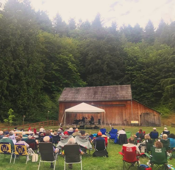 farm+crowd+picture+brass+concert.jpg
