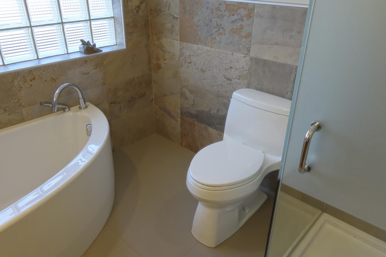 Hall Bath-5 copy.JPG