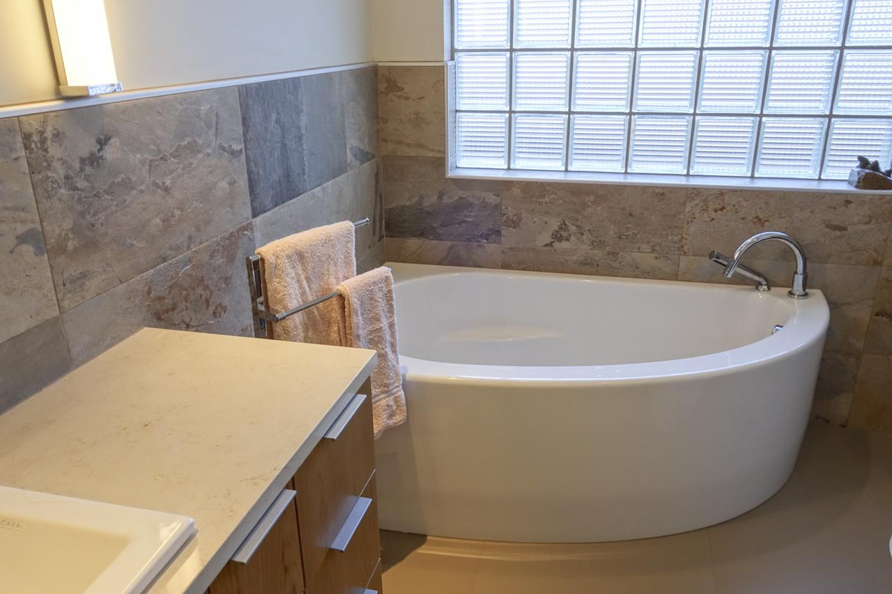 Hall Bath-3.JPG
