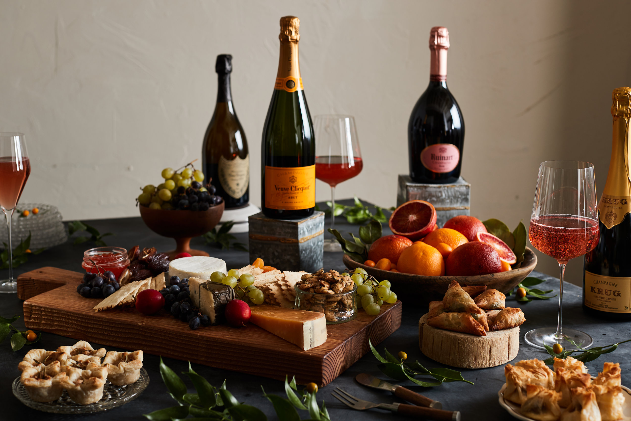 ZUPANS_HOLIDAY_CHAMPAGNE_TABLE_LEFT_CLEAR_0579.jpg