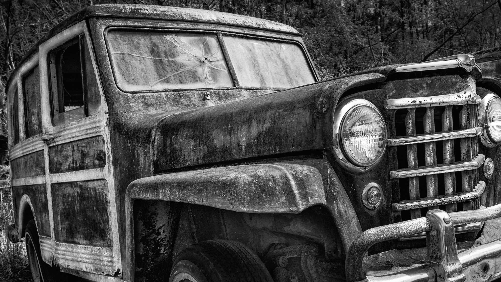 Check out all the killer detail and texture on the peeling paint and rust on this car! I can't wait to print this image on some monster paper and see the detail come to life! Can you ID the car?