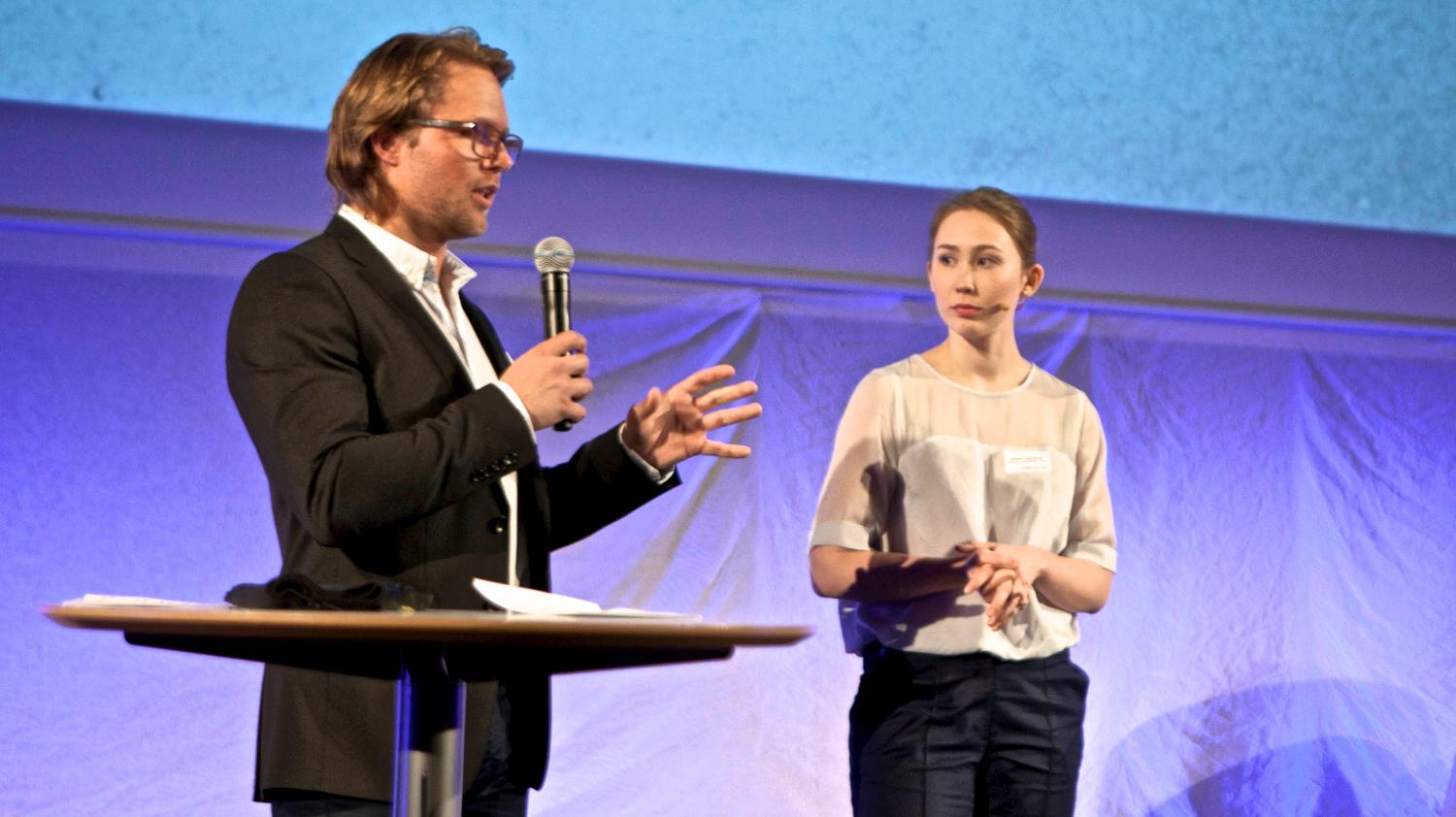 Birgitte and Mats presenting their idea at Venture Cup.