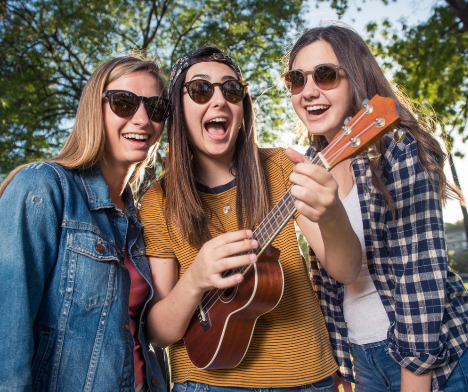 teenage-girls-singing-in-the-park-picture-id518803766.jpg