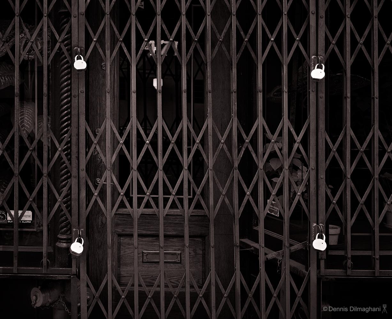 NY_Manhattan_gate-padlocks_45scan108_v3_v1974_sharp1227x999px.jpg