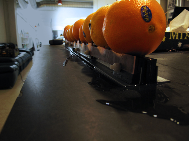 Rows of oranges to make the multi-cell battery
