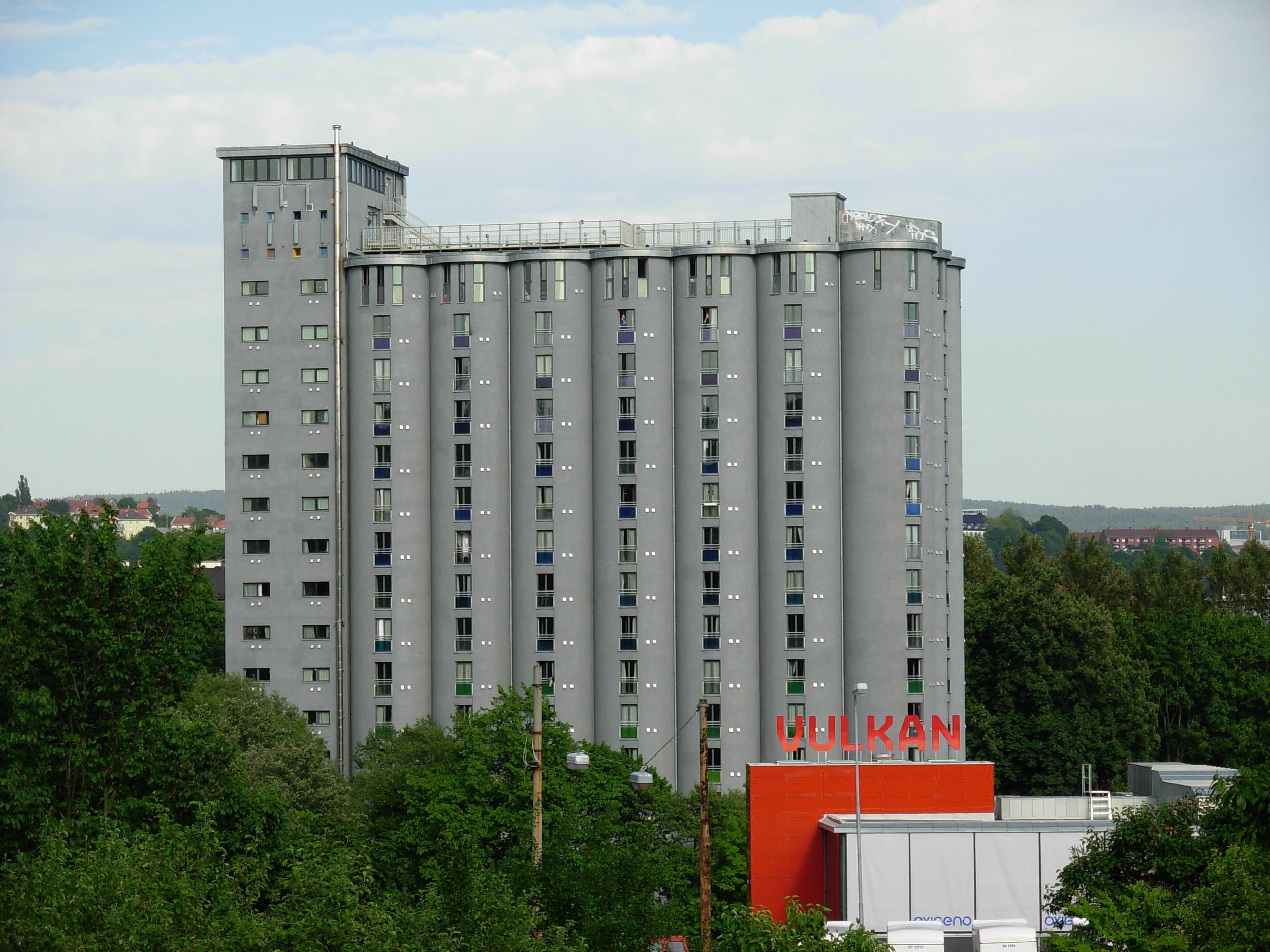 Grünerløkka studenthus er en gammel silo som har blitt omgjorttil studentboliger  foto: Helge HøifødtCC BY 3.0 via Wikimedia