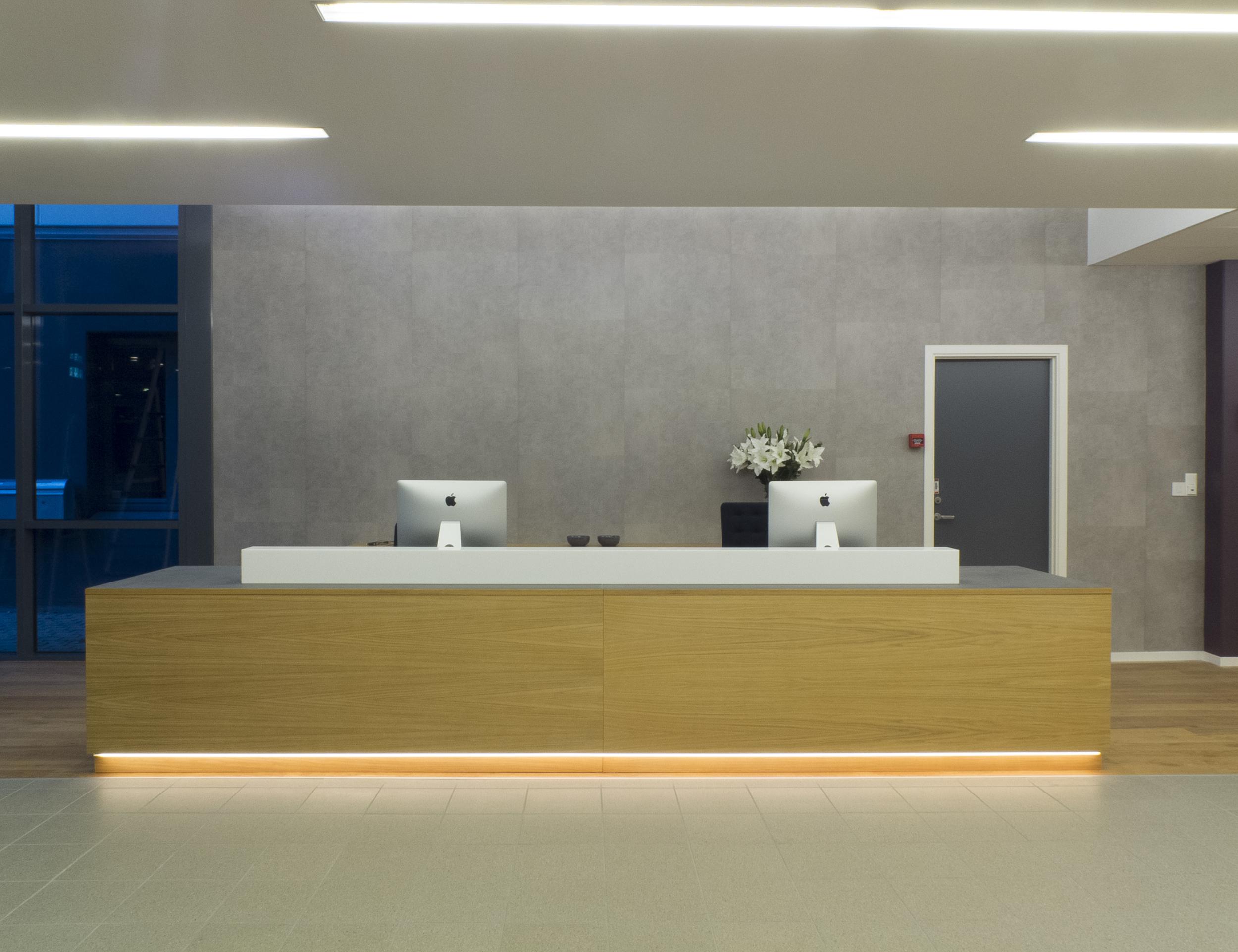 Badehusgaten 37 i Stavanger. Vis fram rommet. Vær bevisst på hvordan man får rommet til å virke høyt og luftig. Dynamisk kontroll kan vise ulike tolkninger av rommet. Lysdesign ved ZENISK. Interiørdesign IARK. Foto: ZENISK