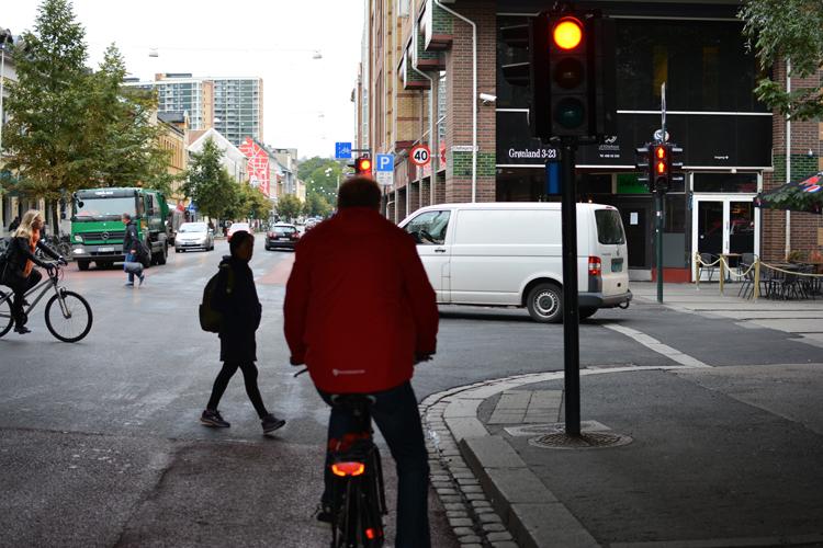 Mange røde lys møter oss på veien Foto: Mia Thun