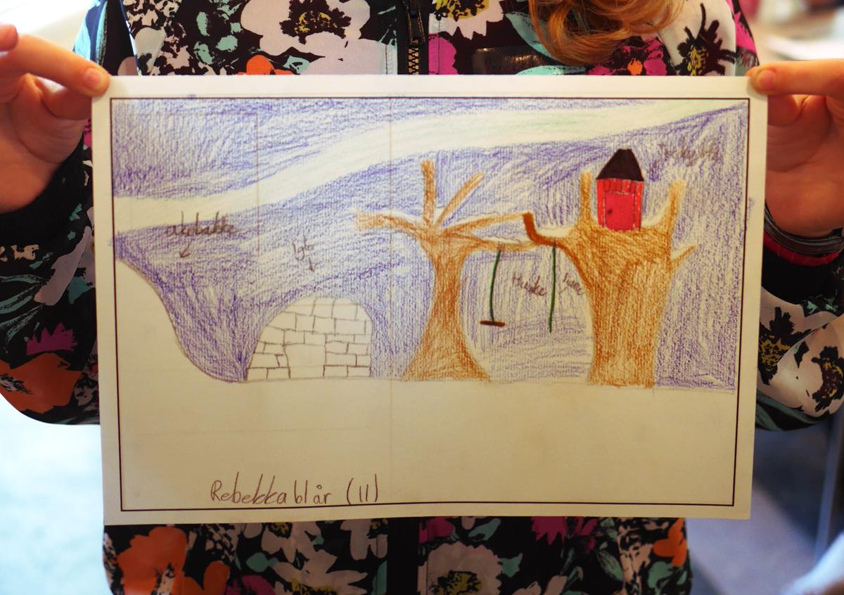 Workshop i Bodø september 2015. Ved hjelp av postkort skulle barna tegne sine visjoner for framtidas Bodø.  Foto:Ingvild Bodsberg Stræte