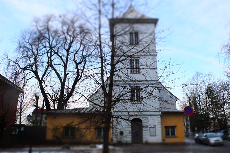 Gamlebyen kirke sett fra østsiden. Foto: Christina I. Martinsen. © Alle rettigheter
