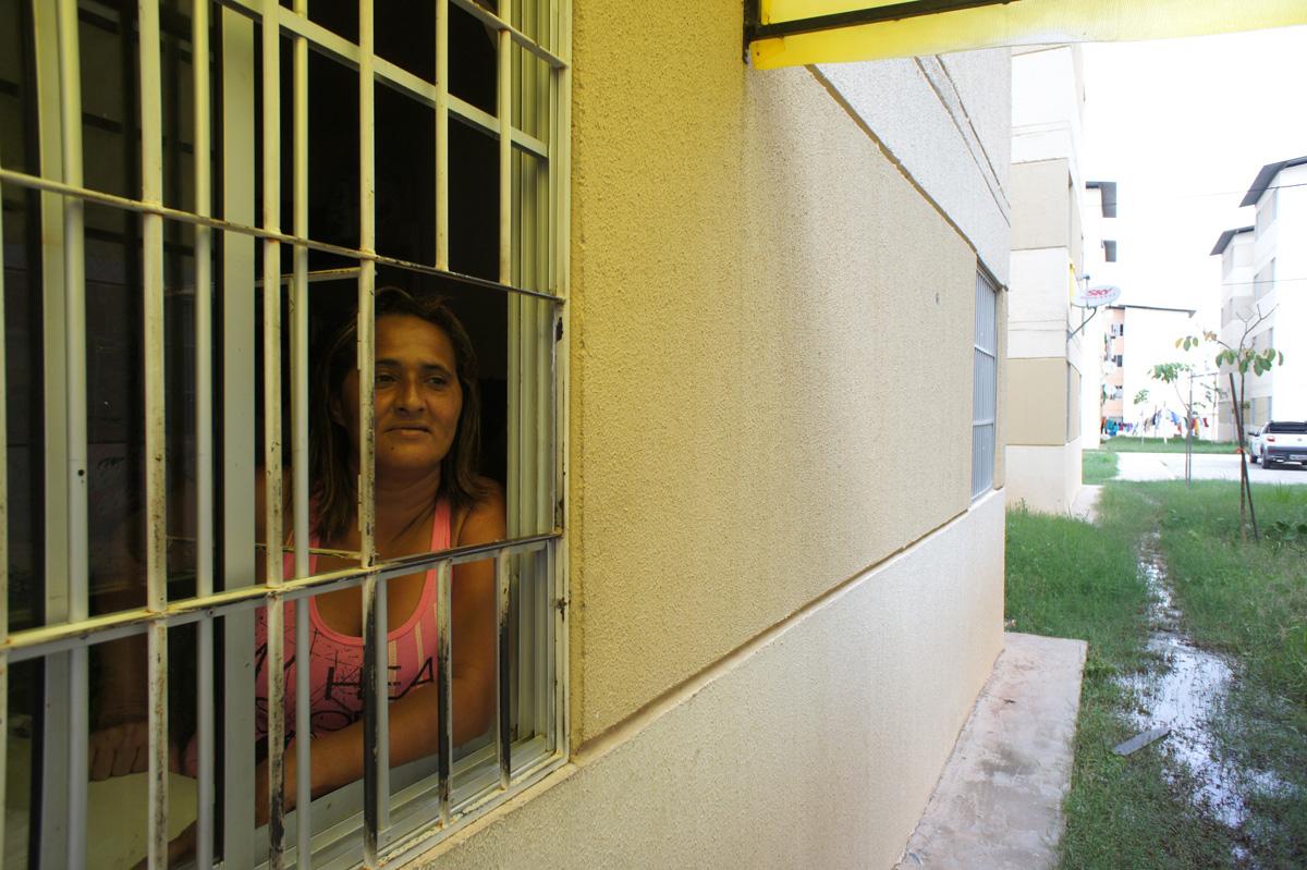 Juana Maria Suarez Souza var én hundrevis som okkuperte tomtem i kampen for bolig. I dag har hun gjort om det ene soverommet i den nye leiligheten til en butikk. Foto: Astrid Fadnes