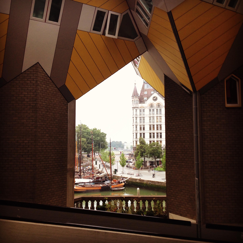 Kubehus i Rotterdam, tegnet av Arkitekt Piet Blom.Foto: Vilde Lofthus Rooth