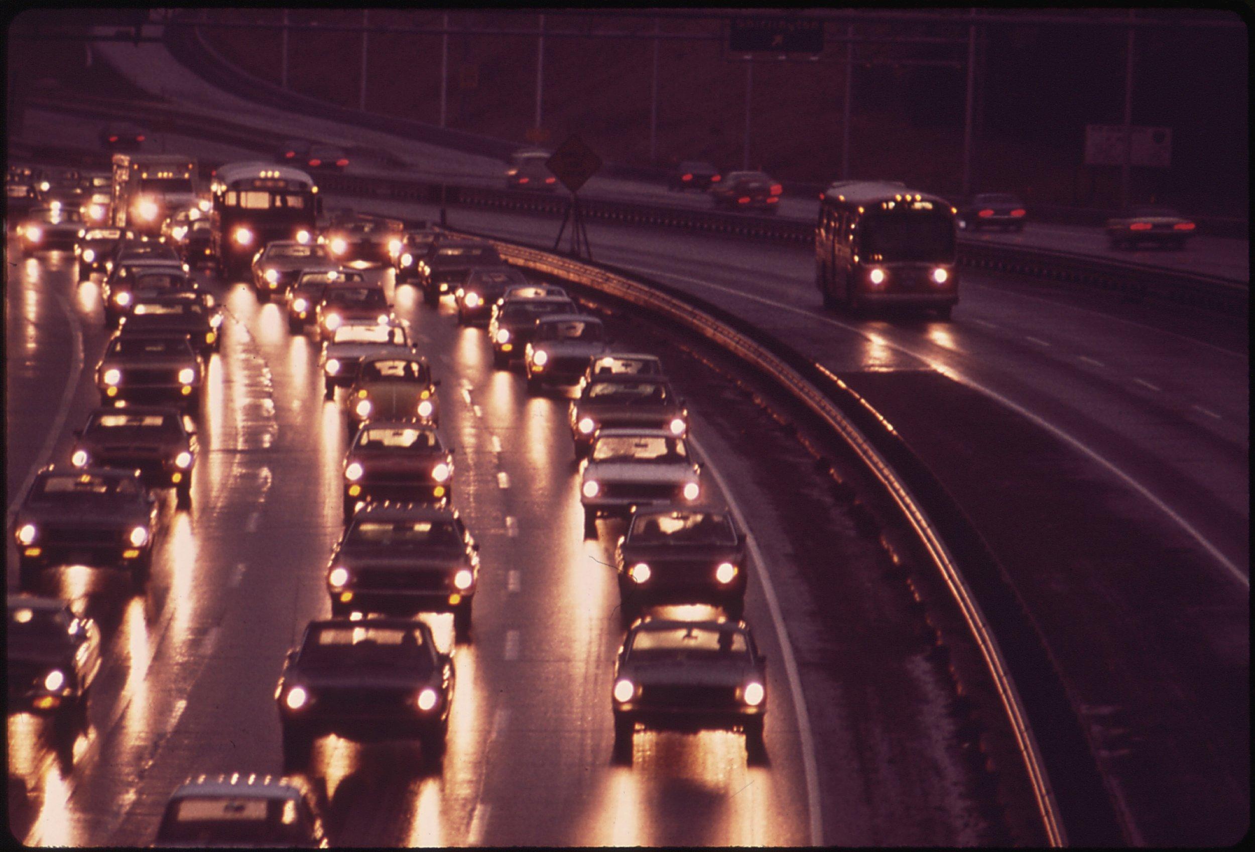 Samferdselssektoren står ovenfor utfordringer som vil endre transportsystemene radikalt.  Foto:Shirley Highway via Wikimedia
