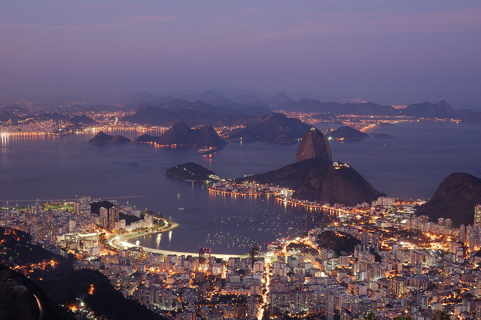 Rio Night. Wikimedia Commons. Source: Flickr. Author: Rosino. cc-by-sa-2.0