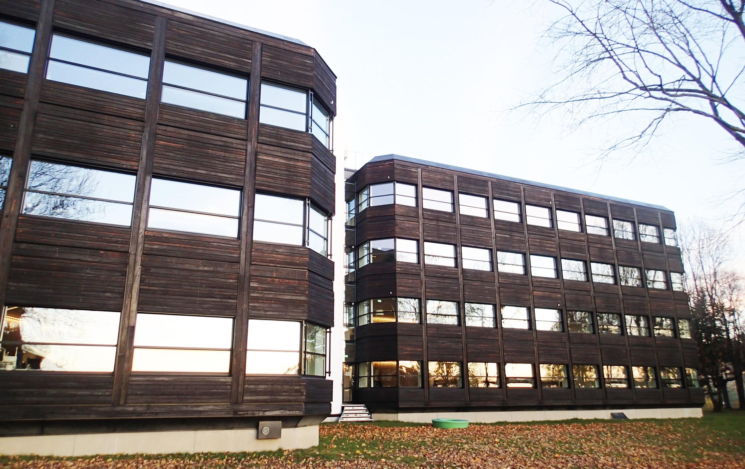 En verdig pioner. En kombinasjon av miljøsmarte løsninger har gjort det mulig å designe Norges første energipositive bygg. Powerhouse på Kjørbo er sannsynligvis også verdens første rehabiliterte plusshus.  Foto: Taran Aanderaa