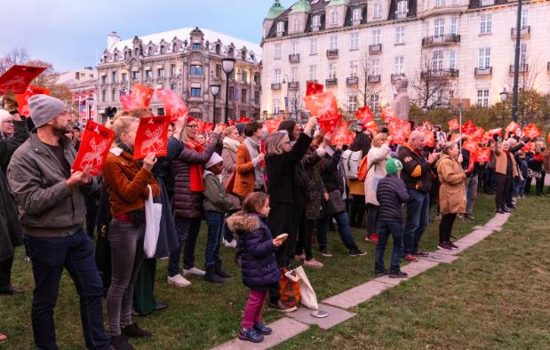 Demonstrasjonen endte opp foran Stortinget med appeller fra blant annet Jan Erik Vold.