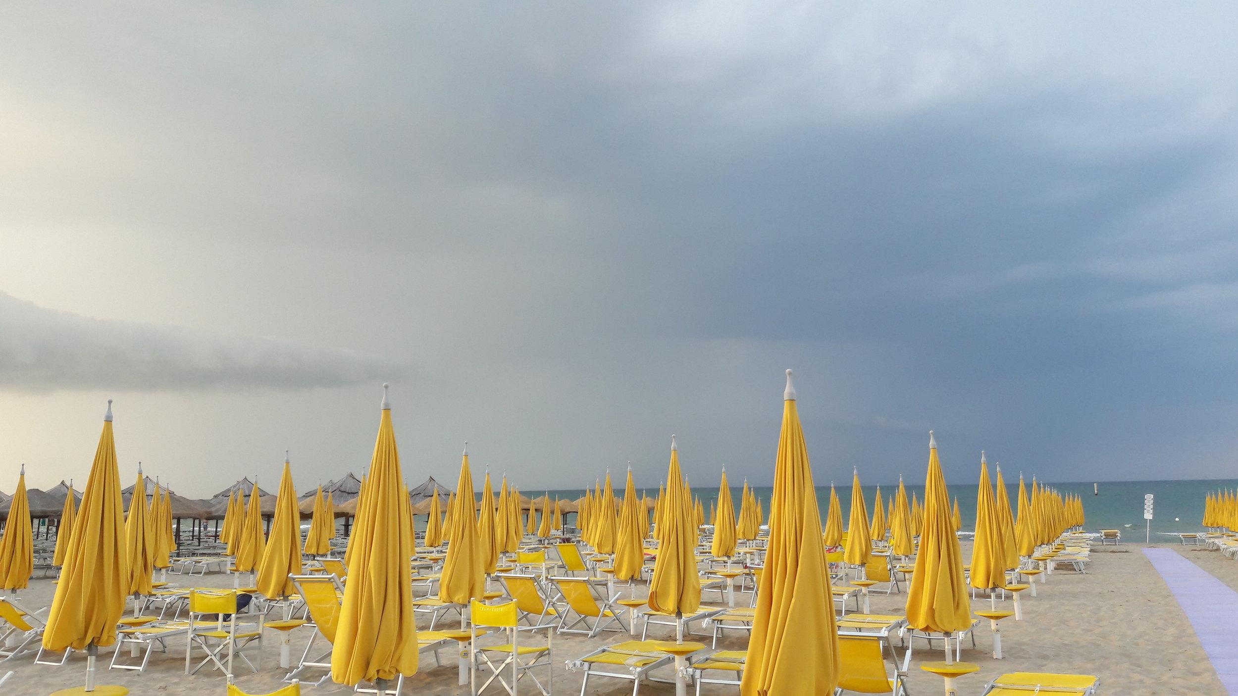 Pesaro: Der vegen sluttar, byrjar havet. Og der havet sluttar, ligg Istria. Foto: Fabio Ferrarini