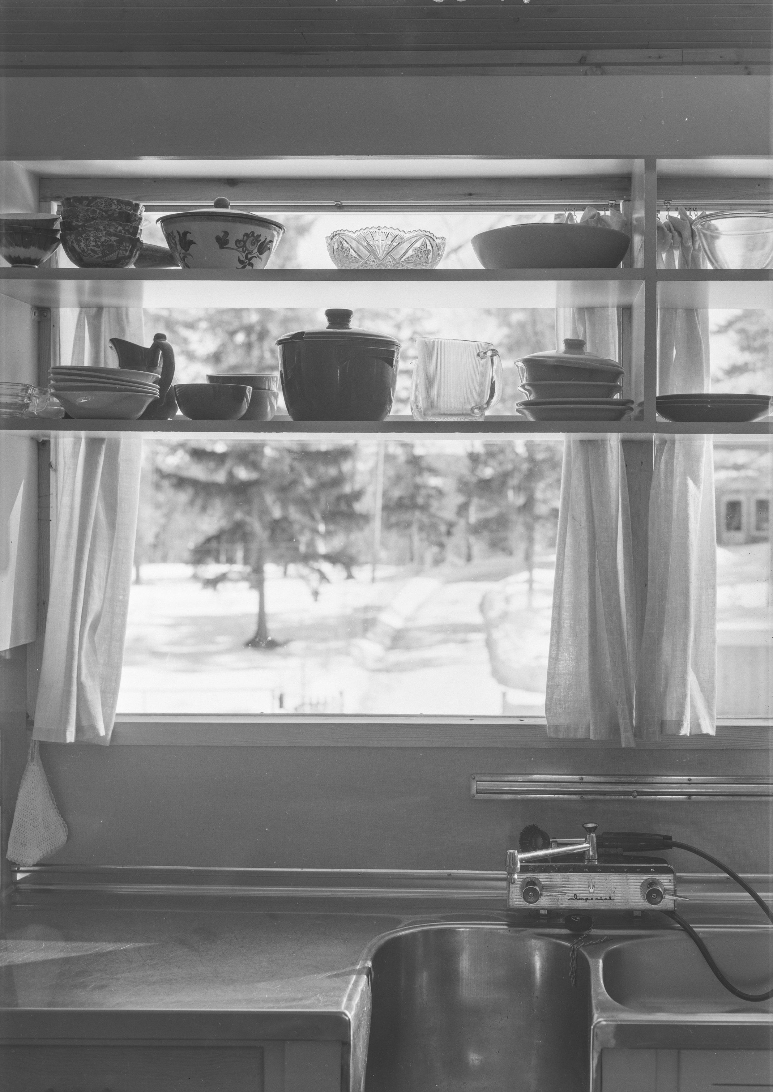 """Flere av arkitektene fra den såkalte Knutsen-skolen hentet inspirasjon fra modernismens """"glasshus"""", men arbeidet samtidig med å balansere mellom åpenhet og innsyn."""