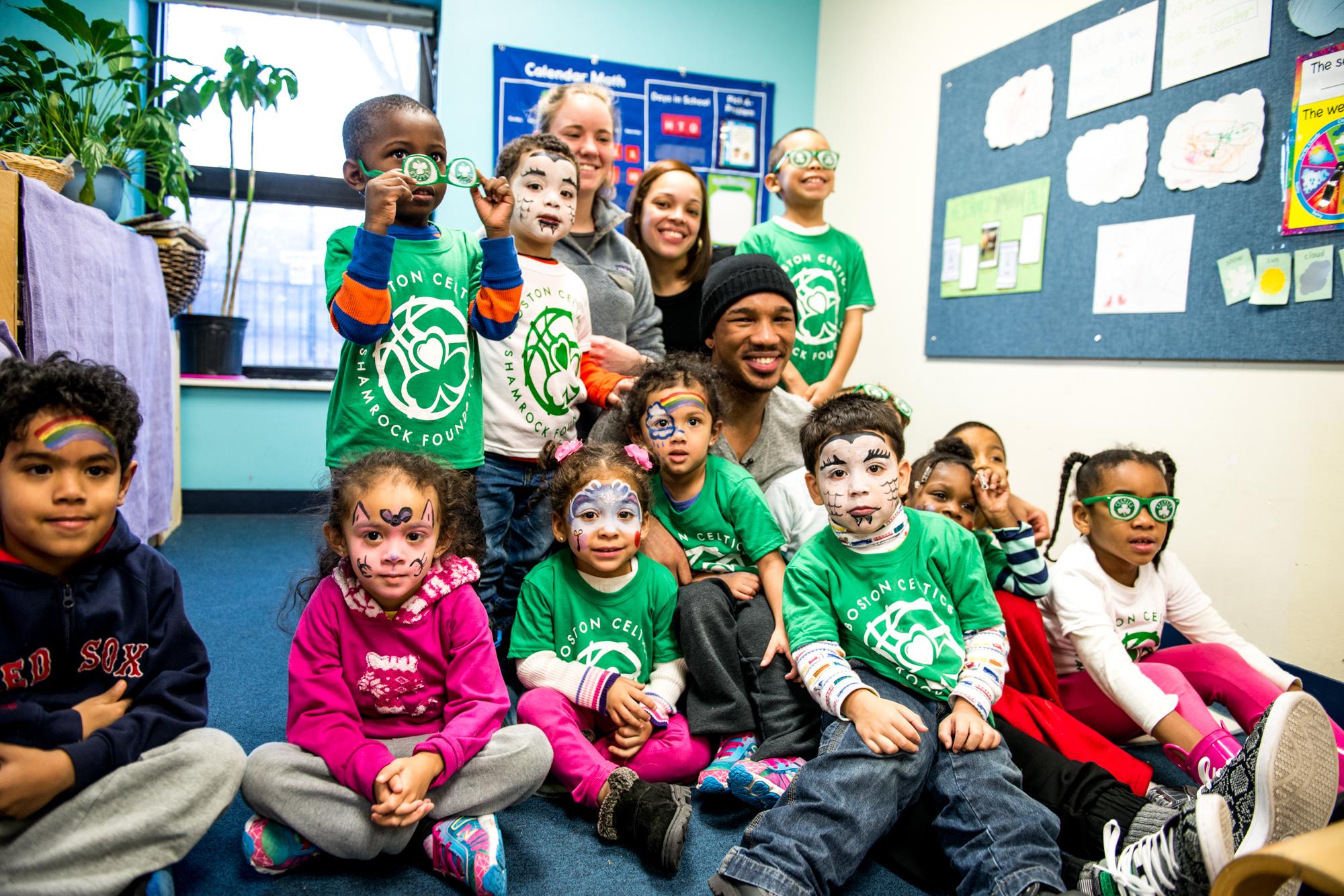 Avery Bradley and children Horizons Homeless for Children