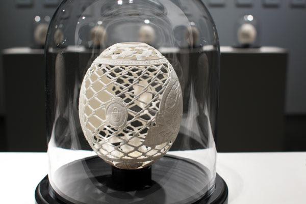 Habd carved ostrich egg by Gil Batle